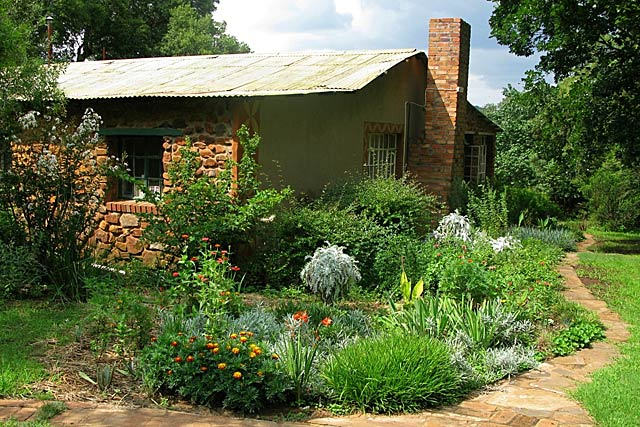 Main-Farm-House_Garden-Back